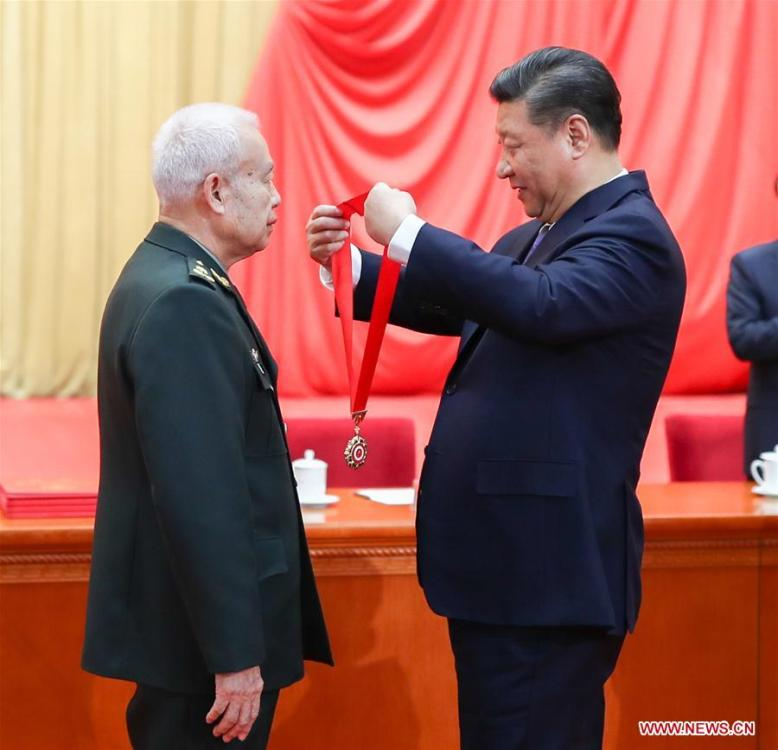 Chinese President Xi Jinping (R), also general secretary of the Communist Party of China (CPC) Central Committee and chairman of the Central Military Commission, presents China\'s top science award medal to Qian Qihu, an academician of the Chinese Academy of Engineering, during an annual ceremony to honor distinguished scientists, engineers, and research achievements at the Great Hall of the People in Beijing, capital of China, Jan. 8, 2019. Qian is from the Army Engineering University of the People\'s Liberation Army. (Xinhua/Xie Huanchi)