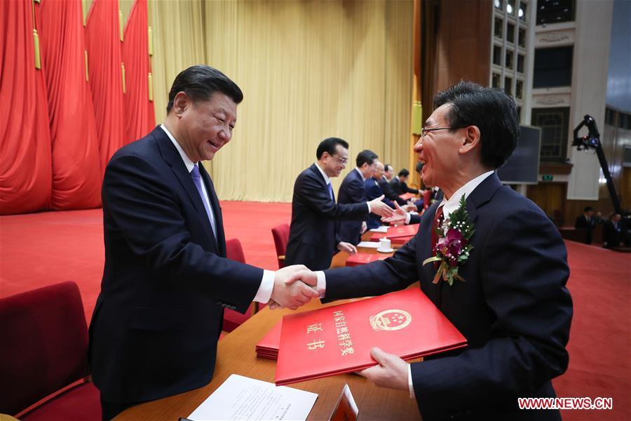 Chinese President Xi Jinping, also general secretary of the Communist Party of China (CPC) Central Committee and chairman of the Central Military Commission, other leaders and China\'s top science award winners Liu Yongtan and Qian Qihu, present certificates to representatives of the winners of the State Natural Science Award, the State Technological Invention Award, the State Scientific and Technological Progress Award, and the International Science and Technology Cooperation Award during an annual ceremony to honor distinguished scientists, engineers, and research achievements at the Great Hall of the People in Beijing, capital of China, Jan. 8, 2019. Liu Yongtan, an academician of the Chinese Academy of Sciences and the Chinese Academy of Engineering (CAE), is from the Harbin Institute of Technology, and Qian Qihu, a CAE academician, is from the Army Engineering University of the People\'s Liberation Army. (Xinhua/Ju Peng)