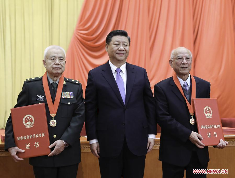 Chinese President Xi Jinping (C), also general secretary of the Communist Party of China (CPC) Central Committee and chairman of the Central Military Commission, presents China\'s top science award to Liu Yongtan (R) and Qian Qihu during an annual ceremony to honor distinguished scientists, engineers, and research achievements at the Great Hall of the People in Beijing, capital of China, Jan. 8, 2019. Liu Yongtan, an academician of the Chinese Academy of Sciences and the Chinese Academy of Engineering (CAE), is from the Harbin Institute of Technology, and Qian Qihu, a CAE academician, is from the Army Engineering University of the People\'s Liberation Army. (Xinhua/Xie Huanchi)