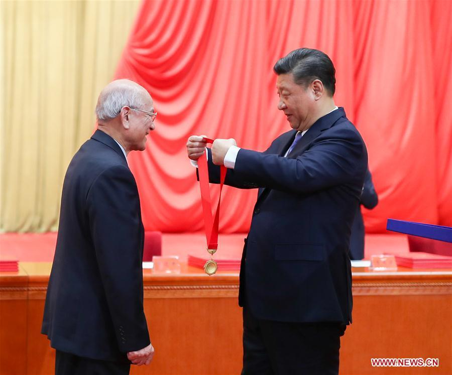 Chinese President Xi Jinping (R), also general secretary of the Communist Party of China (CPC) Central Committee and chairman of the Central Military Commission, presents China\'s top science award medal to Liu Yongtan, an academician of the Chinese Academy of Sciences and the Chinese Academy of Engineering, during an annual ceremony to honor distinguished scientists, engineers, and research achievements at the Great Hall of the People in Beijing, capital of China, Jan. 8, 2019. Liu is from the Harbin Institute of Technology. (Xinhua/Xie Huanchi)