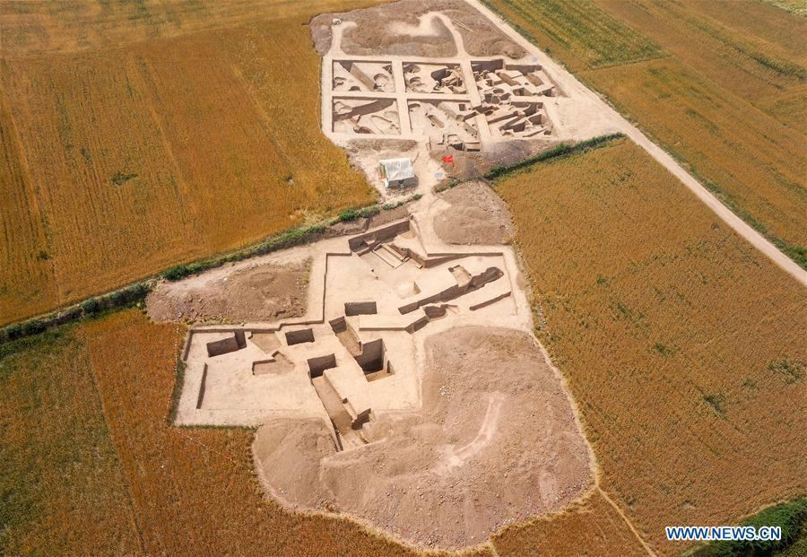 Aerial photo shows Dongyang relic site in Weinan City, northwest China\'s Shaanxi Province. The National Cultural Heritage Administration will work out a plan to better protect cultural relics and speed up the creation of a safety oversight platform in 2019. Stressing the importance of such protection, Liu Yuzhu, head of the administration, said lax enforcement is a prominent problem that endangers cultural relics, at a meeting attended by cultural heritage administrators nationwide. (Xinhua/Li Yibo)