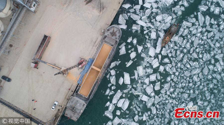 Ice blocks floating in coastal waters in Laizhou City, East China\'s Shandong Province, Jan. 9, 2019. Local marine authorities have increased patrols and updates on possible threats to ships. (Photo/VCG)