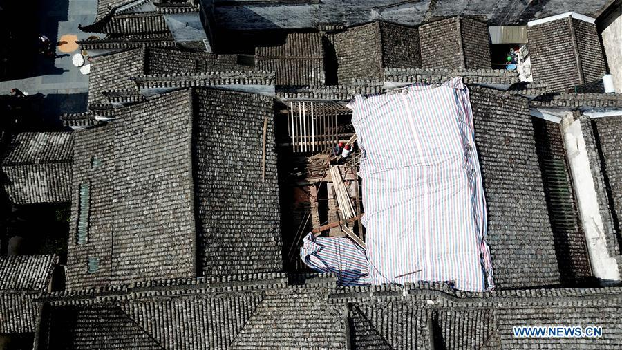 In this aerial photo taken on Sept. 19, 2018, workers repair an ancient building in Xidi Village of Yixian County, Huangshan, east China\'s Anhui Province. The National Cultural Heritage Administration will work out a plan to better protect cultural relics and speed up the creation of a safety oversight platform in 2019. Stressing the importance of such protection, Liu Yuzhu, head of the administration, said lax enforcement is a prominent problem that endangers cultural relics, at a meeting attended by cultural heritage administrators nationwide. (Xinhua/Zhang Duan)