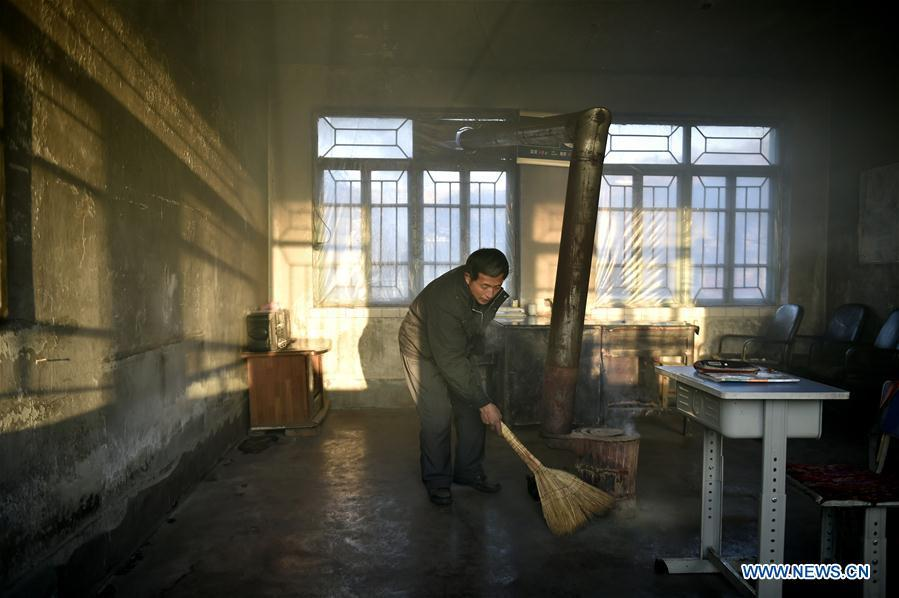Hu Zhisheng cleans the classroom before classes at Yantai primary school in Yantai Village of Lianhua Township in Tieling City, northeast China\'s Liaoning Province, Jan. 8, 2019. Located in a remote mountain village, most students of Yantai school had transferred to other places outside the mountain. Sun Xiaofeng, a third grade student, became the only student of the school in September last year taught by Hu Zhisheng, the only one faculty of Yantai primary school. (Xinhua/Yao Jianfeng)