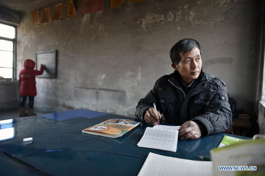 Hu Zhisheng and his student Sun Xiaofeng are seen at Yantai primary school in Yantai Village of Lianhua Township in Tieling City, northeast China\'s Liaoning Province, Jan. 7, 2019. Located in a remote mountain village, most students of Yantai school had transferred to other places outside the mountain. Sun Xiaofeng, a third grade student, became the only student of the school in September last year taught by Hu Zhisheng, the only one faculty of Yantai primary school. (Xinhua/Yao Jianfeng)