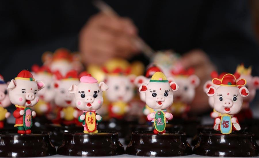 Dough figurines of pigs by craftsman Zuo Ansheng on Jan. 8, 2019. (Photo/Asianewsphoto)