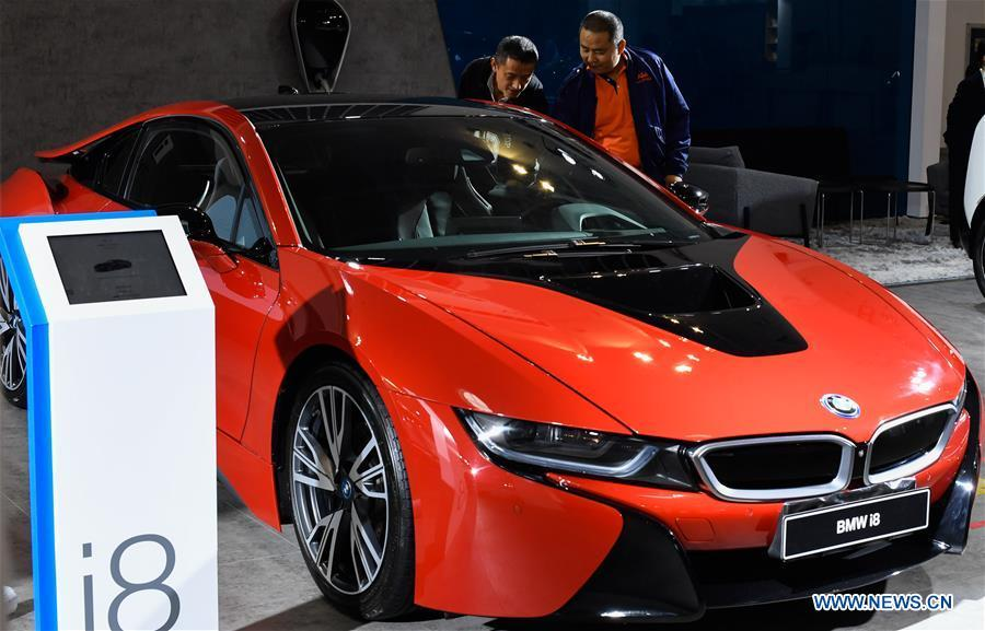 Visitors view a car from German carmaker BMW at Haikou New Energy Vehicle Exhibition in Haikou, south China\'s Hainan Province, Jan. 10, 2019. A total of 197 new energy vehicles were displayed at the exhibition. (Xinhua/Yang Guanyu)
