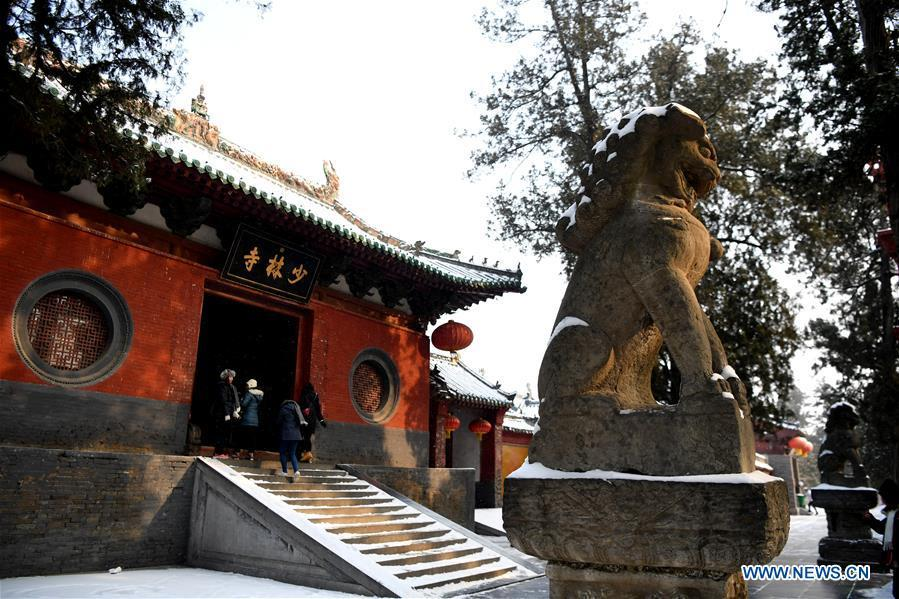 People visit Shaolin Temple after a snow in Dengfeng City, central China\'s Henan Province, Jan. 10, 2019. (Xinhua/Zhu Xiang)