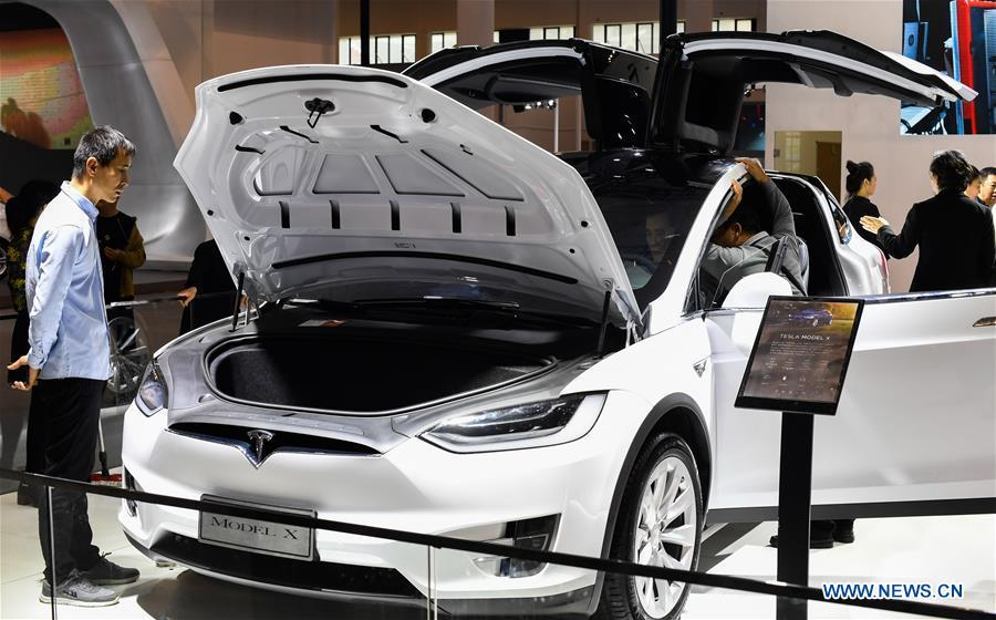 Visitors view a car from U.S. electric car maker Tesla at Haikou New Energy Vehicle Exhibition in Haikou, south China\'s Hainan Province, Jan. 10, 2019. A total of 197 new energy vehicles were displayed at the exhibition. (Xinhua/Yang Guanyu)