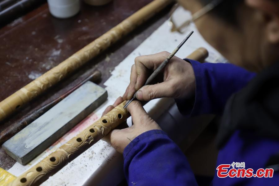 Wu Jihong, an inheritor of the Yuping bamboo -flute making craft, works to make a flute in Yuping Dong Autonomous County, Southwest China\'s Guizhou Province, Jan. 10, 2019. As a traditional Chinese bamboo instrument, the Yuping bamboo flute is famous for its clear tone and delicate carving. Made from local bamboo, the flute undergoes dozens of procedures before it is finished and merges folk cultures of several ethnic groups. It was listed as one of the National Intangible Cultural Heritages in 2006. (Photo: China News Service/Qu Honglun)