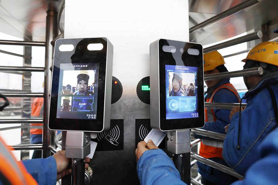 Facial recognition technology is used at the construction sites in Xiongan New Area to check in workers. (Photo by Zhu Xingxin/China Daily)