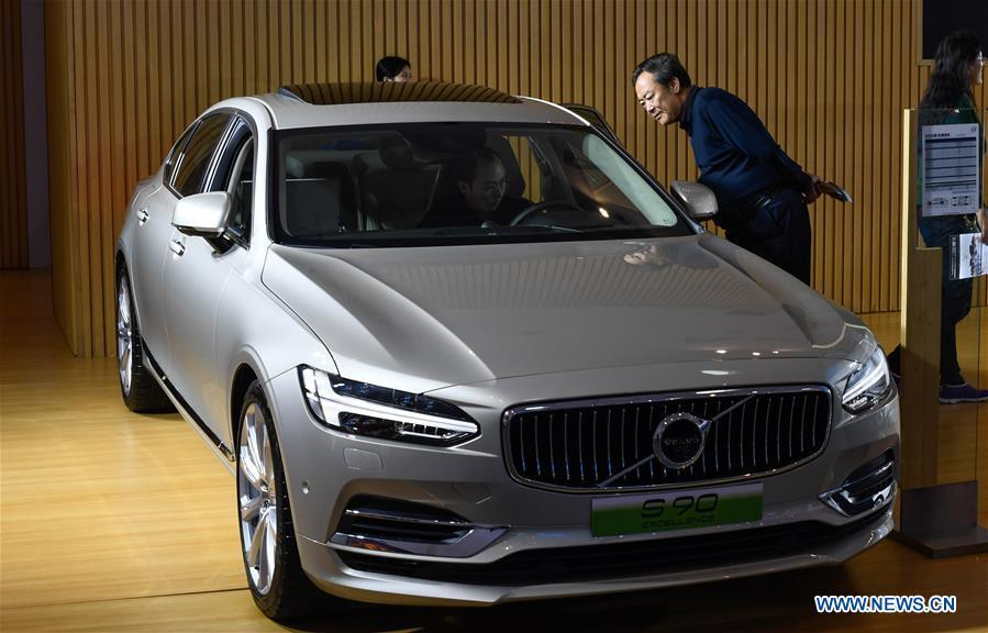 Visitors view a car of Volvo at Haikou New Energy Vehicle Exhibition in Haikou, south China\'s Hainan Province, Jan. 10, 2019. A total of 197 new energy vehicles were displayed at the exhibition. (Xinhua/Yang Guanyu)