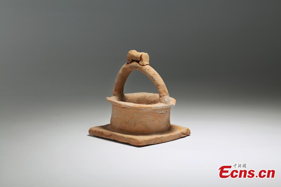A relic unearthed at a ruins site in Leijia Village, Xixian New Area, Northwest China\'s Shaanxi Province. The Shaanxi Provincial Institute of Archaeology said excavations in 2017 and 2018 at the site's 12 tombs uncovered relics from the Sixteen Kingdoms (304 to 439) period, including remains of objects used in worship. (Photo: China News Service/Zhong Xin)
