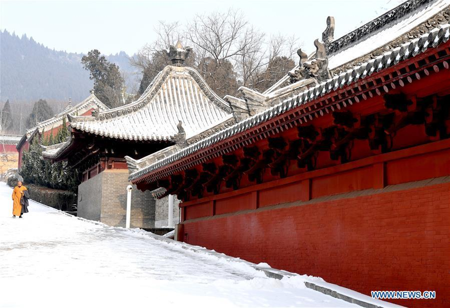 A monk walks in the snow at the Shaolin Temple in Dengfeng City, central China\'s Henan Province, Jan. 10, 2019. (Xinhua/Zhu Xiang)