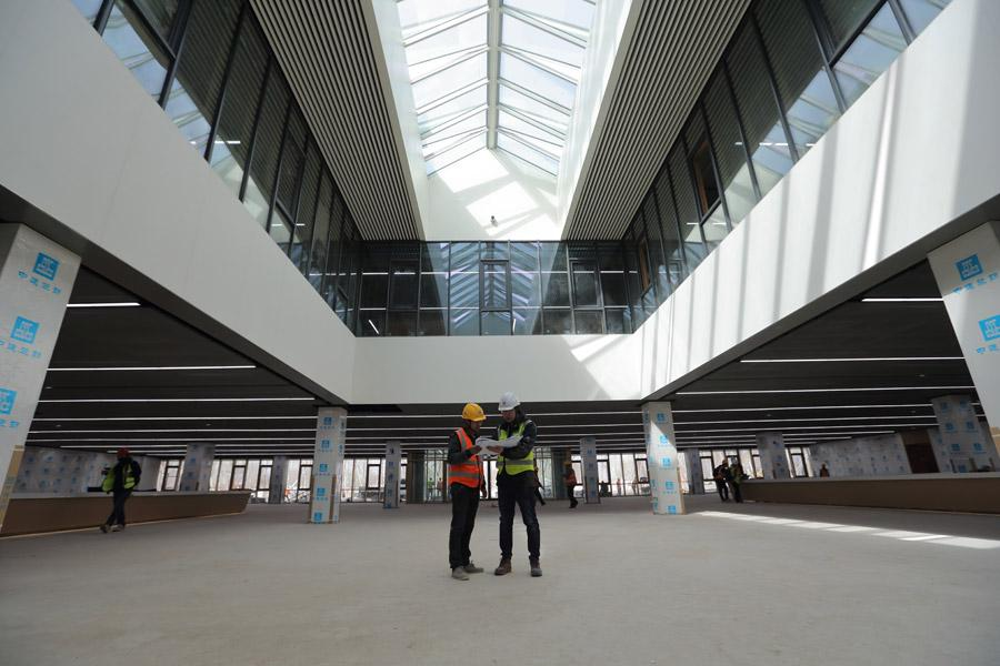 China State Decoration Group employees work in the Xiongan Citizen Service Center on March 29, 2018. The prefabricated building took about four months to build. (Photo by Wang Jing/China Daily)