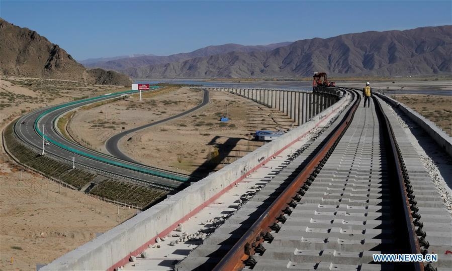 Photo taken on Oct. 16, 2018 shows the construction site of the Lhasa-Nyingchi section of the Sichuan-Tibet Railway in southwest China\'s Tibet Autonomous Region. In 2018, an investment of 4.2 billion yuan (623 million U.S. dollars) was made in railway construction in the region. (Xinhua/Purbu Zhaxi)