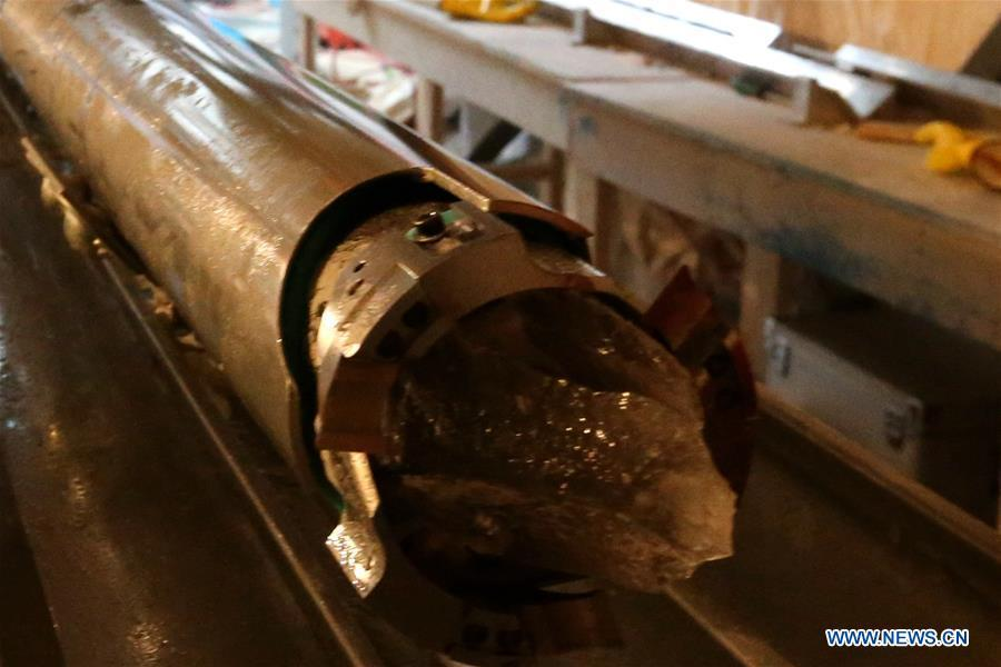 Photo taken on Jan. 12, 2019 shows the newly-drilled ice core on China\'s 35th Antarctic expedition at the Kunlun Station in Antarctica. (Xinhua/Liu Shiping)