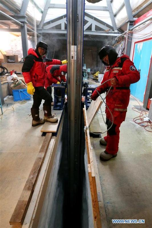 Members of one of two inland expedition teams on China\'s 35th Antarctic expedition operate the drilling equipment at the Kunlun Station in Antarctica, Jan. 12, 2019. (Xinhua/Liu Shiping)