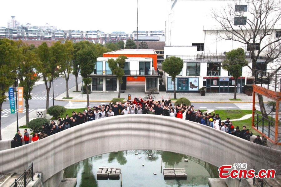 The world\'s largest 3D-printed concrete bridge has been completed in Shanghai, Jan. 12, 2019. The length of the pedestrian bridge is 26.3 meters, with the width 3.6 meters. The bridge\'s design has been influenced by China\'s ancient Zhaozhou Bridge. It adopts a single arch structure to bear weight. (Photo/China News Service)