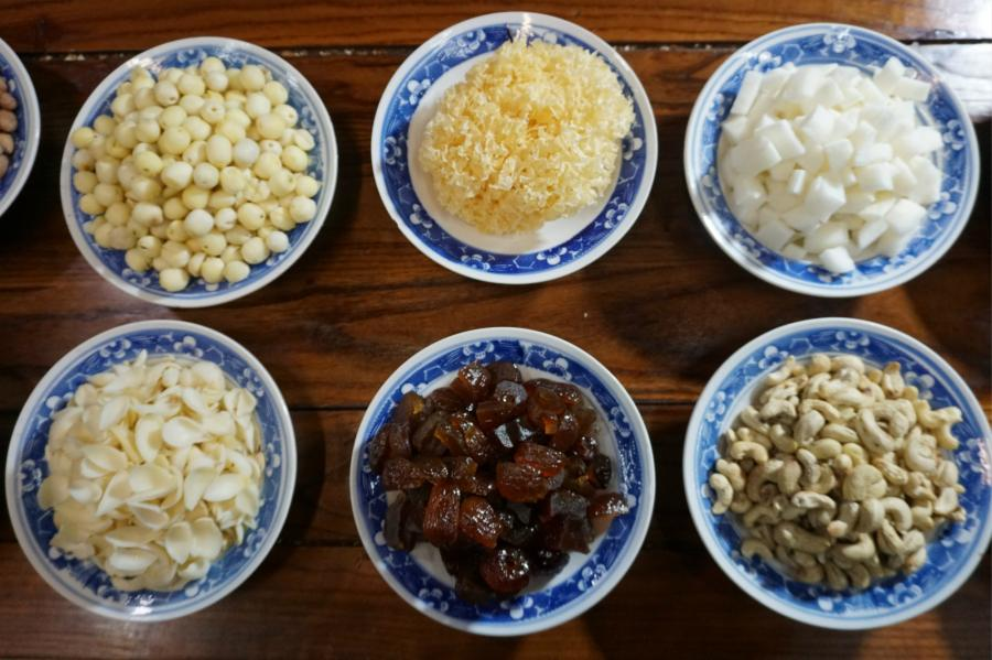 A view of ingredients used to make Laba congee at the Shaolin Temple, Jan. 13, 2019. The congee was cooked according to a traditional recipe and included five types of beans as well as more than 20 minor ingredients. Buddhist temples across China have started handing out free Laba congee, a special meal served during the Laba Festival, which falls on the eighth day of the 12th lunar month and ushers in China\'s Lunar New Year celebrations. (Photo: China News Service/Han Zhangyun)