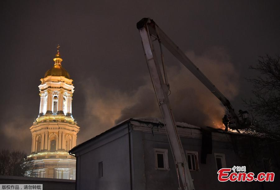 Firefighters try to extinguish a fire in one of the historic building of Kiev Pechersk Lavra, an historic Orthodox Christian monastery in the Ukrainian capital of Kiev on Jan. 14, 2019. According to the State Emergency Service\'s Kiev Department, there are no victims. Since its foundation, the Lavra has been a preeminent center of Eastern Orthodox Christianity in Eastern Europe and is one of the first to establish monasteries of Kievan Rus. (Photo/Agencies)
