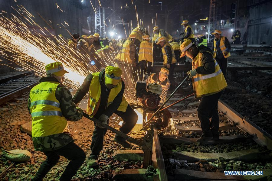 Workers cut steel rail on the construction site of Xi\'an Railway Station in Xi\'an, capital of northwest China\'s Shaanxi Province, Jan. 15, 2019. After six hours of continuous overnight work of 1,000 plus workers, the reconstruction and extension project of the Xi\'an Railway Station entered the phase of main project construction on Tuesday, which laid a solid foundation for the upcoming Spring Festival travel rush.(Xinhua/Tao Ming)