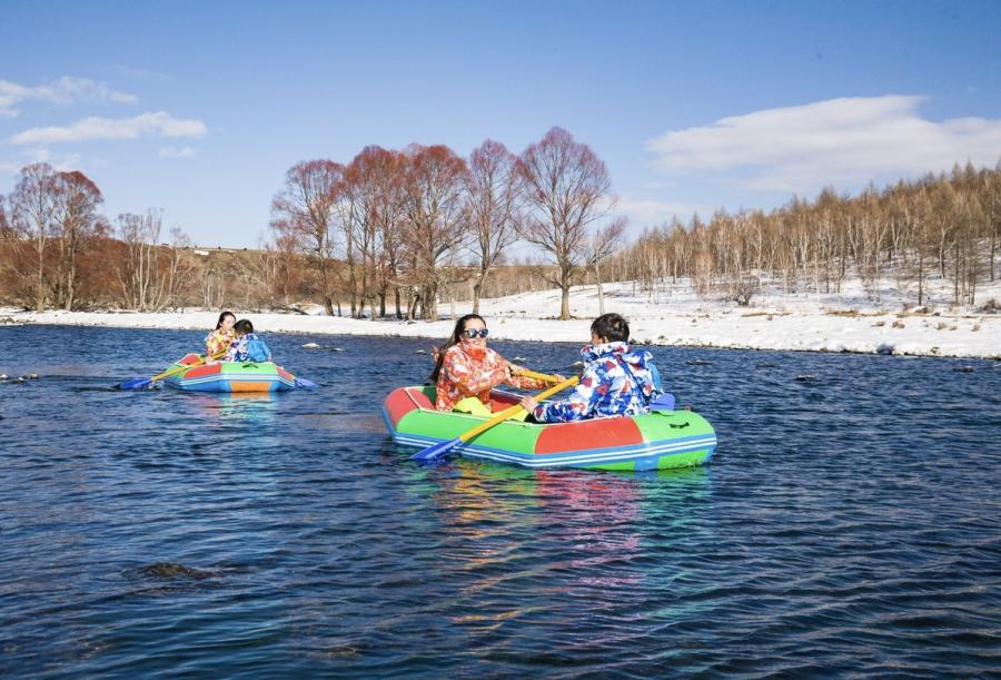 The river called Unfrozen River by the locals in Hinggan League of North China\'s Inner Mongolia autonomous region never freezes even when the temperature reaches minus 15-30 degrees Celsius. (Photo provided to chinadaily.com.cn)