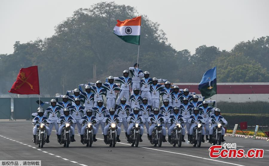 Indian Army\'s Corp of Signals\' Dare Devil team displays their skills during the Army Day parade, at Cariappa Parade Ground on Jan. 15, 2019 in New Delhi, India. The Army Day is celebrated to commemorate the day when Field Marshal M. Cariappa took over as Commander-in-Chief of the Indian Army from General Sir Francis Butcher on Jan. 15, 1949. (Photo/Agencies)