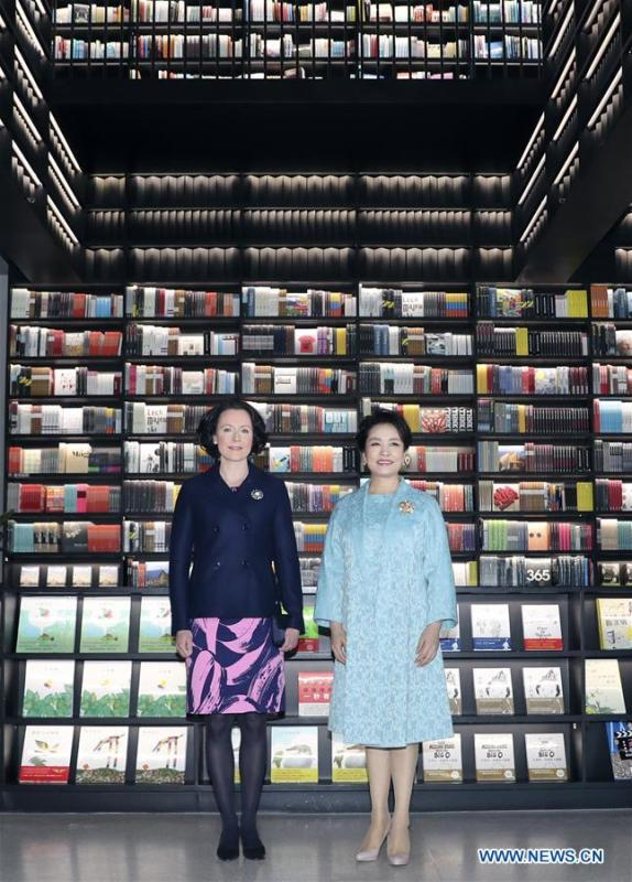 Peng Liyuan (R), the wife of Chinese President Xi Jinping, attends a show including poetry reading and musical performances with Jenni Haukio, wife of Finnish President Sauli Niinisto, in Beijing, capital of China, Jan. 15, 2019. (Xinhua/Ding Lin)