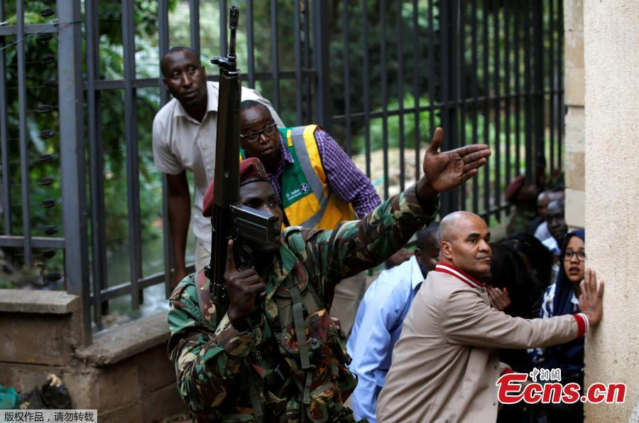 Civilians flee the scene at a hotel complex in Nairobi, Kenya Tuesday, Jan. 15, 2019. Terrorists attacked an upscale hotel complex in Kenya\'s capital Tuesday, sending people fleeing in panic as explosions and heavy gunfire reverberated through the neighborhood. (Photo/Agencies)