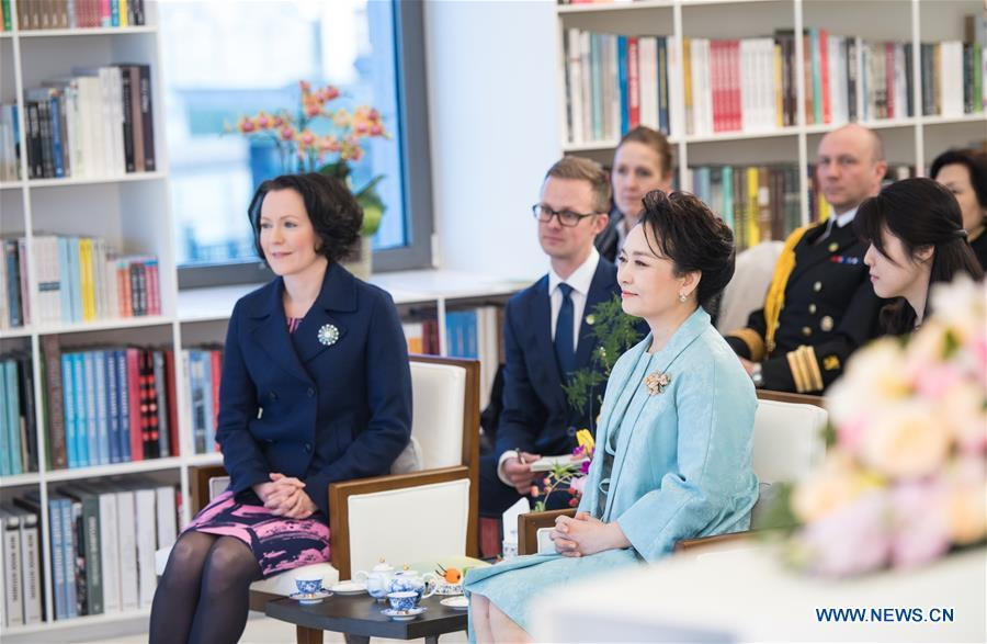 Peng Liyuan (R, front), the wife of Chinese President Xi Jinping, attends a show including poetry reading and musical performances with Jenni Haukio, wife of Finnish President Sauli Niinisto, in Beijing, capital of China, Jan. 15, 2019. (Xinhua/Zhai Jianlan)