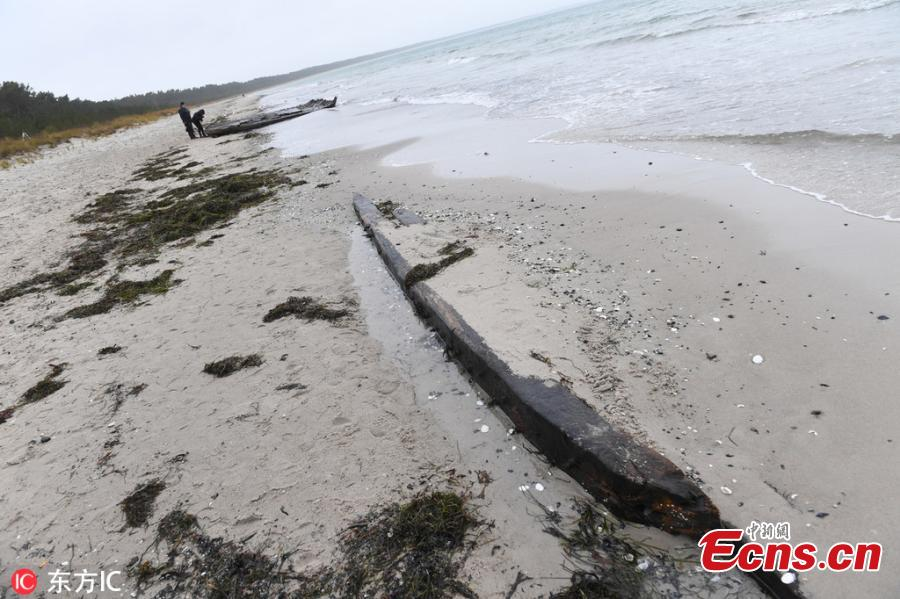 Photo taken on Jan. 15, 2019 shows the storm of the past few days has exposed an old shipwreck on the coast of the German island of Rügen. During the two storms in January, the beach in front of Glowe lost up to one meter of its height. According to experts, it is supposed to be a merchant ship from the 18th century due to its design. (Photo/IC)