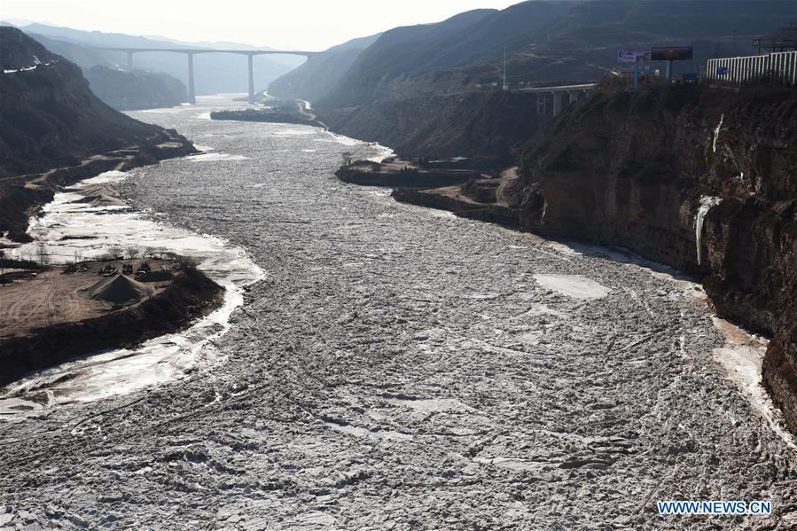Photo taken on Jan. 16, 2019 shows the frozen Yellow River in the lower reaches of the Hukou Waterfall in Hukou Town of Jixian County in Linfen City, north China\'s Shanxi Province. More than 70 kilometers of the Yellow River\'s Hukou section were covered with ice due to lasting low temperatures. (Xinhua/Lyv Guiming)
