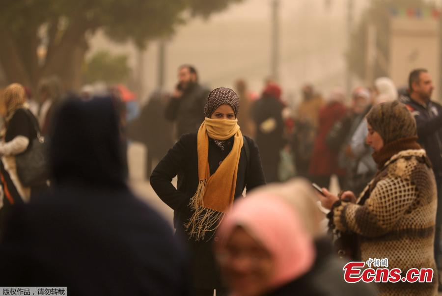A woman covers her face during a sandstorm in Cairo, Egypt, Jan. 16, 2019. Egypt\'s capital Cairo and some of its port cities were hit by a severe sandstorm, with strong winds and heavy dust forcing the closure of several ports. (Photo/Agencies)