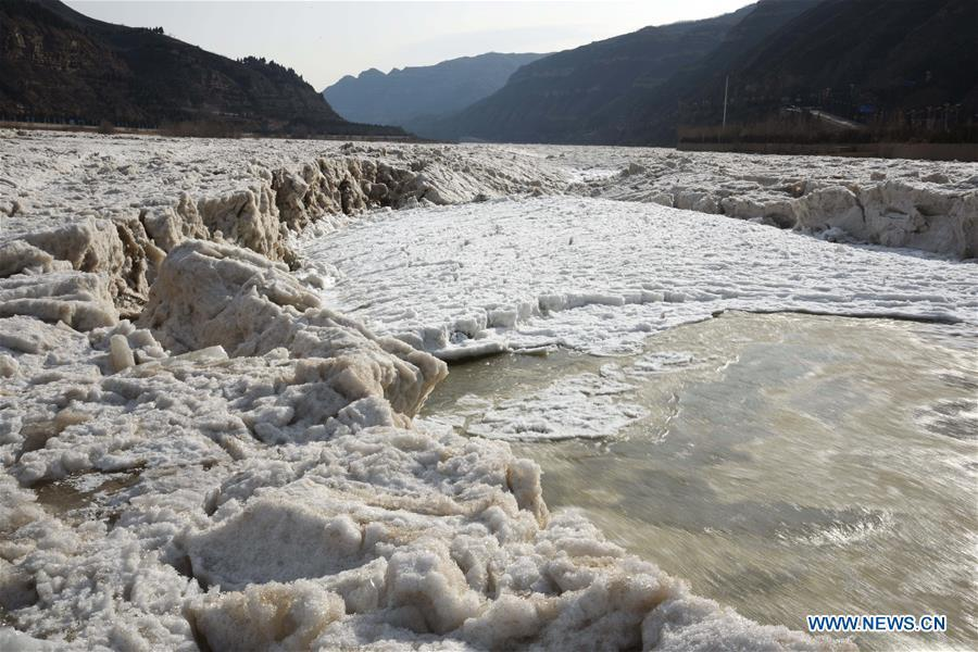 Photo taken on Jan. 16, 2019 shows the frozen Hukou Waterfall on the Yellow River in Hukou Town of Jixian County in Linfen City, north China\'s Shanxi Province. More than 70 kilometers of the Yellow River\'s Hukou section were covered with ice due to lasting low temperatures. (Xinhua/Lyv Guiming)