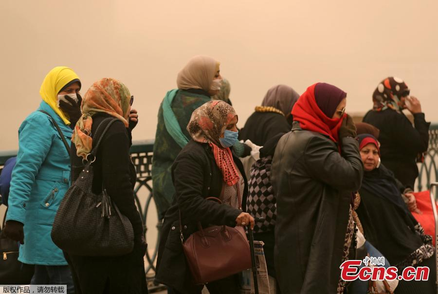 Women cover their faces near the River Nile during a sandstorm in Cairo, Egypt, Jan. 16, 2019. Egypt\'s capital Cairo and some of its port cities were hit by a severe sandstorm, with strong winds and heavy dust forcing the closure of several ports. (Photo/Agencies)