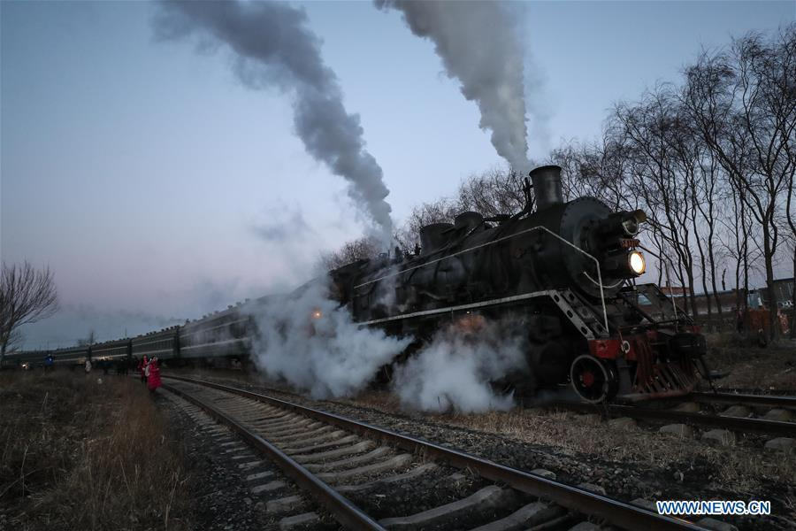 Aerial photo taken on Jan. 17, 2019 shows a steam locomotive heading to the steam locomotive museum of Tiefa Energy Co., Ltd from Diaobingshan Station, northeast China\'s Liaoning Province. A 5-day steam locomotive tourism event kicked off in Diaobingshan on Thursday. Tourists can visit the steam locomotive museum, take pictures of steam locomotives and watch exhibitions during the event. (Xinhua/Pan Yulong)