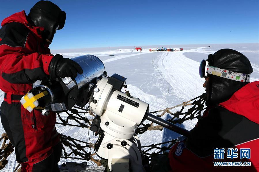 Members of China\'s 35th Antarctic scientific expedition team install and test the KL-DIMM telescope for Kunlun Station at Dome A, Antarctica, Jan. 16, 2019. (Photo/Xinhua)
