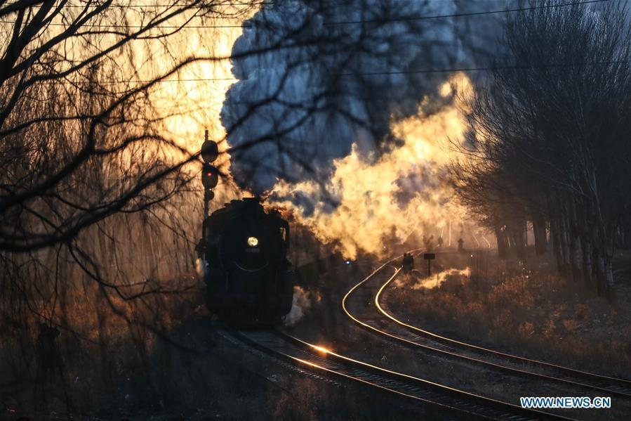 Photo taken on Jan. 17, 2019 shows a steam locomotive heading to the steam locomotive museum of Tiefa Energy Co., Ltd from Diaobingshan Station, northeast China\'s Liaoning Province. A 5-day steam locomotive tourism event kicked off in Diaobingshan on Thursday. Tourists can visit the steam