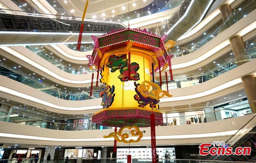 A shopping mall in Causeway Bay, Hong Kong, has installed a giant lantern with pictures of auspicious animals at its gate to welcome the Chinese Lunar New Year. (Photo: China News Service/Zhang Wei)