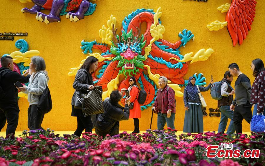 A shopping mall in Causeway Bay, Hong Kong, has set up a giant wall of auspicious animals at its gate to welcome the Chinese Lunar New Year. (Photo: China News Service/Zhang Wei)