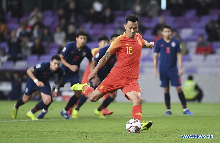 China\'s Gao Lin scores the penalty shot during the 2019 AFC Asian Cup round of 16 match between China and Thailand in Al Ain, the United Arab Emirates, Jan. 20, 2019. (Xinhua/Wu Huiwo)