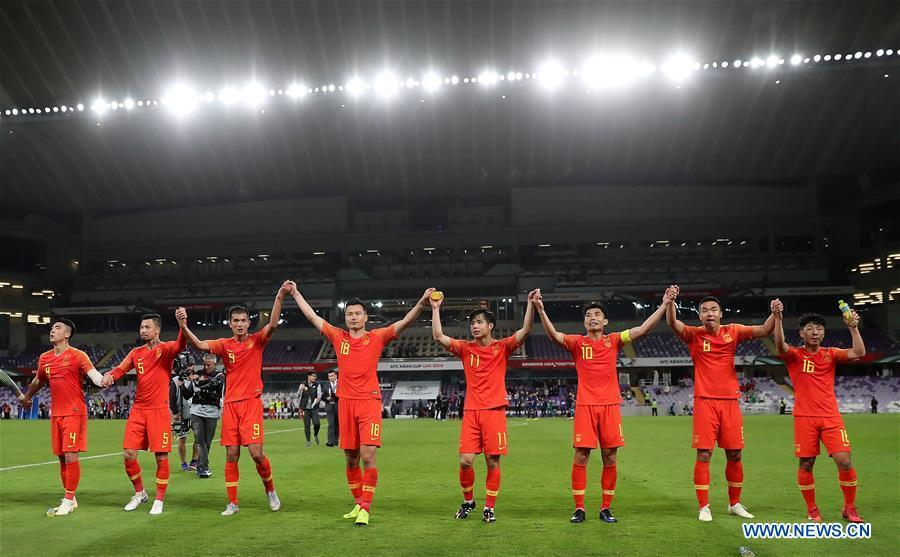 Players of China greet fans after the 2019 AFC Asian Cup round of 16 match between China and Thailand in Al Ain, the United Arab Emirates, Jan. 20, 2019. (Xinhua/Cao Can)