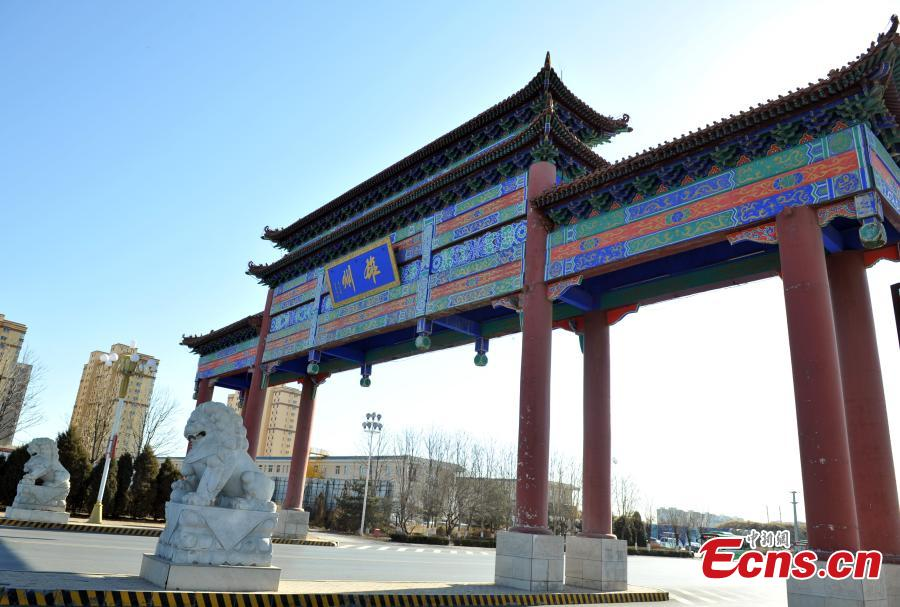 A landmark memorial archway of Xiongxian County, part of Xiongan New Area in North China\'s Hebei Province. Progress has been made two years after China announced the establishment of Xiongan New Area in April 2017, spanning three counties in Hebei Province about 100 km southwest of Beijing. (Photo: China News Service/Han Bing)