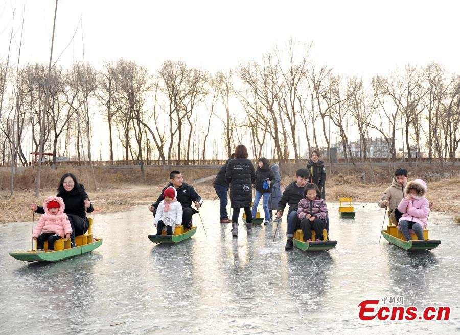 Tourists enjoy skiing on the frozen Baiyangdian Lake in Xiongan New Area in North China\'s Hebei Province. Progress has been made two years after China announced the establishment of Xiongan New Area in April 2017, spanning three counties in Hebei Province about 100 km southwest of Beijing. (Photo: China News Service/Han Bing)
