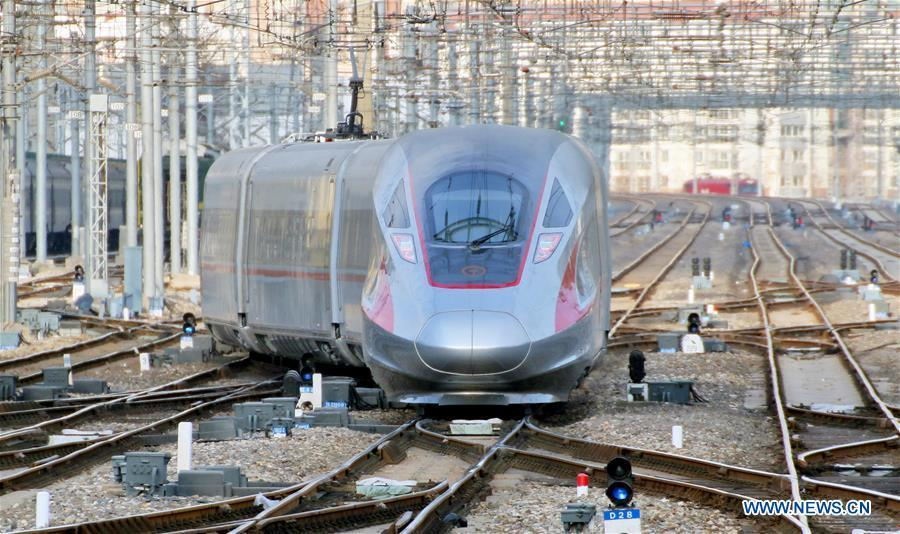 A Fuxing bullet train departs from Yantai Railway Station in Yantai, east China\'s Shandong Province, Jan. 20, 2019. The 2019 Spring Festival travel rush, known as Chunyun, starts on Jan. 21. The Spring Festival, or Chinese Lunar New Year, falls on Feb. 5 this year. (Xinhua/Tang Ke)