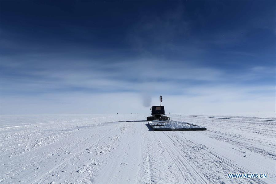 Members of China\'s 35th Antarctic expedition team level the runway of the airport at the Kunlun Station at about 4,000 meters above the sea level near Dome A, Jan. 17, 2019. Snow Eagle 601 landed successfully at the airport of Kunlun Station on Friday, the third time the aircraft landed successfully in the airport since its use. (Xinhua/Liu Shiping)