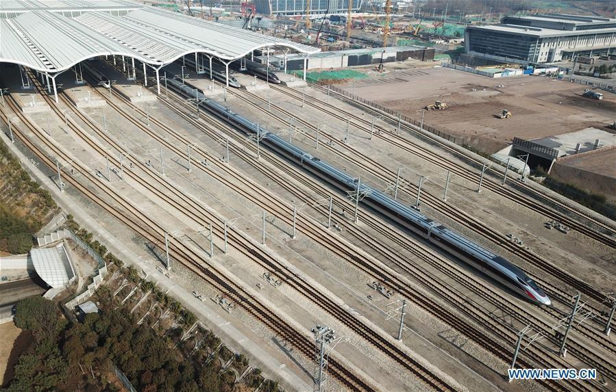 A bullet train departs from Xuzhou East Railway Station in Xuzhou, east China\'s Jiangsu Province, Jan. 20, 2019. The 2019 Spring Festival travel rush, known as Chunyun, starts on Jan. 21. The Spring Festival, or Chinese Lunar New Year, falls on Feb. 5 this year. (Xinhua/Geng Yuhe)