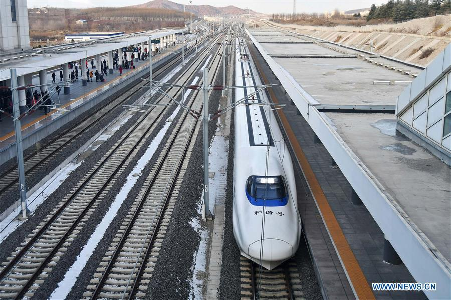 A bullet train arrives at Yantai South Railway Station in Yantai, east China\'s Shandong Province, Jan. 20, 2019. The 2019 Spring Festival travel rush, known as Chunyun, starts on Jan. 21. The Spring Festival, or Chinese Lunar New Year, falls on Feb. 5 this year. (Xinhua/Sun Wentan)