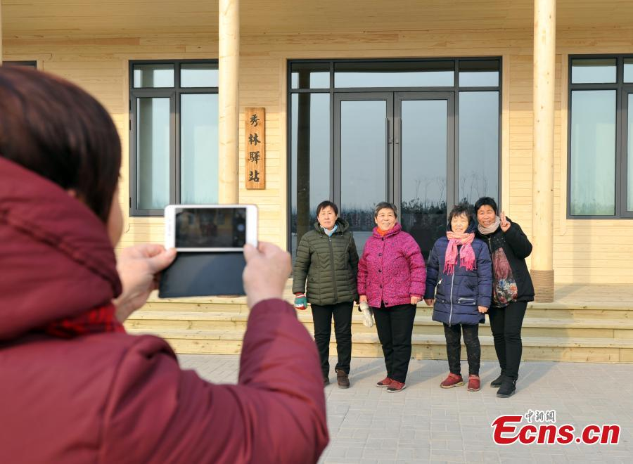 Local villagers pose near a forest that is being developed in Xiongan New Area in North China\'s Hebei Province. Progress has been made two years after China announced the establishment of Xiongan New Area in April 2017, spanning three counties in Hebei Province about 100 km southwest of Beijing. (Photo: China News Service/Han Bing)